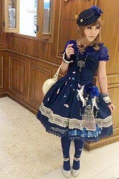 Arthael Walkingshadow in Classic Lolita