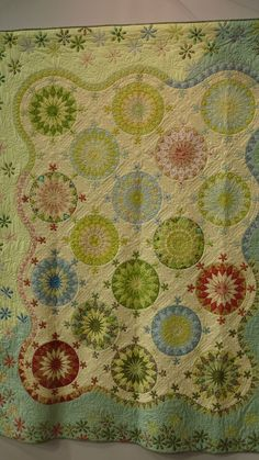 Look at those borders: interior scallops, flower clusters, and a change of color! 2014 International Tokyo Quilt Show