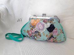 BOLSO PIN UP Bolso con un estilo muy vintage y con un estampado floral .Diseño exclusivo de Hadas Pin Up que encontraras en www.hadaspinup.com #bag #bolso #pinup #retro #rockabilly  1 guardado