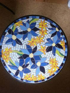 For a table? Mosaic Tray, Mosaic Tile Art, Mosaic Artwork, Mosaic Crafts, Mosaic Projects, Mosaic Glass, Mosaics, Mosaic Flower Pots, Mosaic Garden
