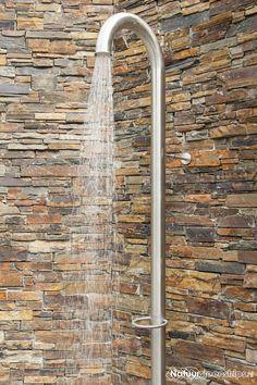 Outdoor Pool Shower, Outside Showers, Garden Shower, Outdoor Bathrooms, Garden Inspiration, Master Bath, Landscape Design, Home And Garden, Exterior