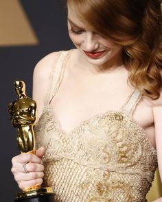 """wandarogers: """"""""Emma Stone, winner of Best Actress for 'La La Land,' poses in the press room during the Annual Academy Awards on February 2017 in Hollywood, California. Actress Emma Stone, Zayn Malik Pics, Jane Watson, Film Aesthetic, Photos Of Women, Pure Beauty, Celebs, Celebrities, Golden Globes"""
