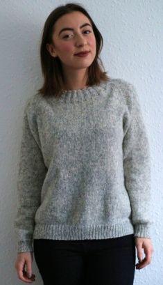 Foto af Narin Frausing Korkmaz i lysegrå Novena-bluse med raglan