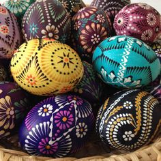 Pisanki – the decorated Easter eggs in Poland – Lamus Dworski Easter Arts And Crafts, Easter Egg Designs, Easter Ideas, Easter Egg Pattern, Carved Eggs, Ukrainian Easter Eggs, Easter Traditions, Coloring Easter Eggs, Easter Colors