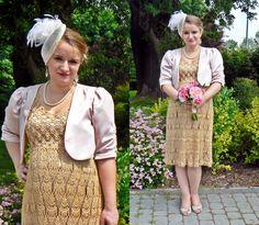 Gold crochet maternity dress for a civil wedding.