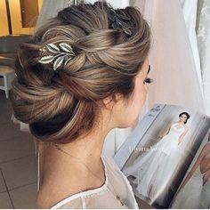 """""""Belo penteado  #inspiracaoparanoivas #casamento #bride #penteado #hair #delicadeza #noiva #detalhes"""""""