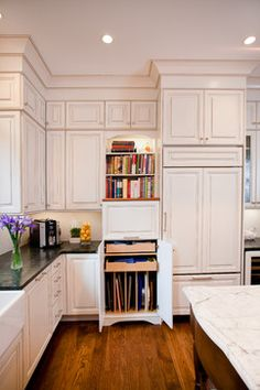 love the cabinets  nook for sheet pans & cutting boards