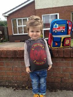 Theo to his first class in kindergarten Greg Horan, James Horan, Niall Horan Facts, Happy Birthday Funny, Birthday Humorous, 1st Day Of School, I Love One Direction, First Class, Irish Men