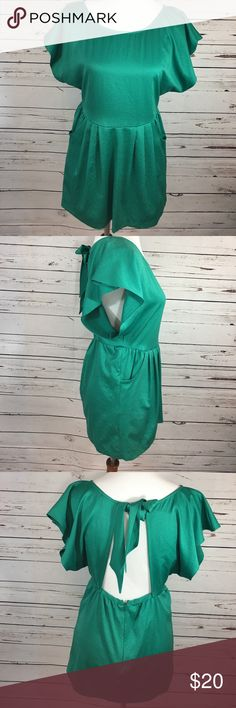 Free People Top Green Sz 2 Gorgeous Free People Top in Kelly green. Silky feel. Such a fun Top. Dress it up or wear it with jeans for a sophisticated feminine look. This top is 100% Polyester. Free People Tops Blouses