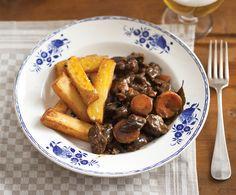 Wildzwijn stoofvlees Dutch Oven, Pot Roast, Slow Cooker, Foodies, Low Carb, Ethnic Recipes, Goulash, Beer, Iron Pan