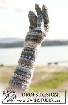 """Valeria Set. Settiin kuuluu: """"Alpaca""""-langasta tehdyt kaulaliina ja käsineet, joissa on monivärinen kuvio."""