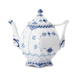 Buy Blue Fluted Full Lace Teapot from Royal Copenhagen. Intensely pretty, Blue Fluted Full Lace is a declaration to porcelain-making skills. Royal Copenhagen, Blue And White China, Blue China, China Teapot, China Mugs, Teapots And Cups, China Patterns, Fine Porcelain, Delft