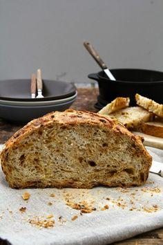 Eltefritt løkbrød - ett av over 60 eltefrie brødoppskrifter som du finner her på bloggen Mat på Bordet.