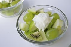 Green Fruit Salad - Not that you need a recipe, but for whatever reason when trying to come up with healthy green food my mind never thought of this. Real Food Recipes, Snack Recipes, Yummy Food, Healthy Recipes, Healthy Foods, Yummy Recipes, Kids Meals, Easy Meals, Fruit Shakes