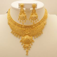 Gold necklace indian bridal jewelry - 50 Grams Gold Necklace Designs Latest Collection for Wedding – Gold necklace indian bridal jewelry Indian Gold Necklace Designs, Gold Earrings Designs, Gold Designs, Gold Outfit, Gold Bangles Design, Gold Jewellery Design, Latest Gold Jewellery, Bridal Necklace, Bridal Jewelry