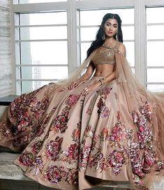 Indian Bridal Lengha Anarkali Suits Ideas For 2019 Pakistani Bridal, Bridal Lehenga, Pakistani Dresses, Indian Dresses, Dulhan Dress, Punjabi Wedding, Indian Attire, Indian Ethnic Wear, Indian Bridal Outfits