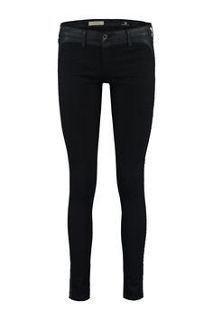 Deze jeans van Adriano Goldschmied, Jackson, is gemaakt van katoen met polyester en lycra. De jeans heeft een skinny leg met een apart gecoate baan langs de buiten zijnaad. De stof stretcht super en draagt comfortabel. Doordat de jeans egaal is va Jackson, Adriano Goldschmied, Tuxedo, Contour, Black Jeans, Skinny Jeans, Pants, Fashion, Contouring