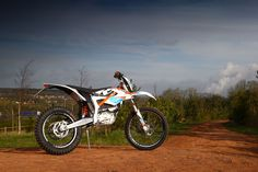 2015-KTM-Freeride-E-XC-Static-Right-3