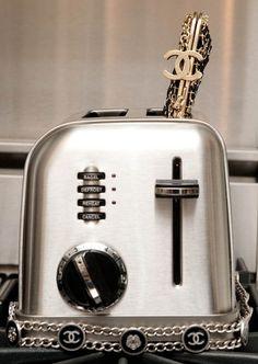 labellefabuleuse:  Chanel toast…