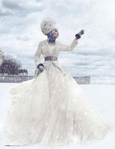 Madeleine de la Motte in Dior haute couture photographed by Thomas Whiteside for Tatler Russia, December Halloween Karneval, Halloween Kostüm, Winter Chic, Winter Mode, Winter Snow, Winter Fairy, Hello Winter, Snow Queen, Ice Queen