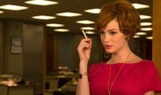 I've only seen Mad Men a few times, but Christina Hendricks' character Joan Holloway is starting to become my friggin' hero. And I want that gold pen necklace like something fierce. Joan Holloway, Don Draper, Mad Men Frases, Mad Men Quotes, Christina Hendricks, Vanity Fair, Mad Men Mode, Joan Mad Men, Glamour