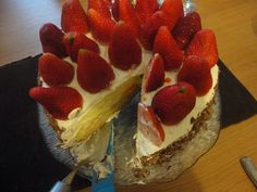 Sponge cake ,custard cream , fresh cream and strawberry made in a hurry but wonderfully refreshing!