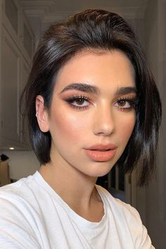 Dua Lipa🧡💋🧡 Thanks for my lil xmas glam a. - full_make_up_pintennium V Cut Hair, Short Hair Cuts, My Hair, Short Hair Styles, Thin Hair, Pixie Cuts, Beauty Make-up, Beauty Hacks, Hair Beauty
