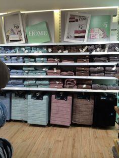 Primark - Nottingham - Homewares - Home - Lifestyle - Layout - Landscape - Visual Merchandising - www.clearretailgroup.eu Visual Merchandising Displays, Visual Display, Nottingham, Primark Homeware, Towel Display, Linen Shop, Retail Store Design, Store Interiors, Display Homes
