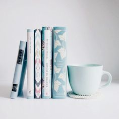 Pinkwinged - Book and Coffee I Love Books, Books To Read, My Books, Blue Books, Ravenclaw, Flatlay Instagram, Eat Pray Love, Coffee And Books, Coffee Art