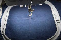 Speziell wenn man mit dem Sticken mit einer Stickmaschine anfängt, stellt man sich häufig diese Frage. Wir zeigen hier an einem fertigen T-Shirt, wie man ein Motiv passend positioniert… Pfaff, Machine Embroidery, Toolbox, Tricks, Diy, Couture, Sewing, Creative, Handmade