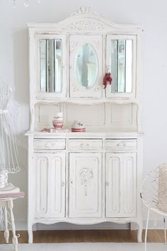 vintage buffets shabby chic buffet vintage shabby by heavens cottage via. Black Bedroom Furniture Sets. Home Design Ideas
