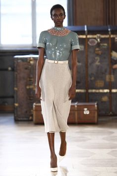 See the complete Marina Hoermanseder Berlin Fall 2016 collection.