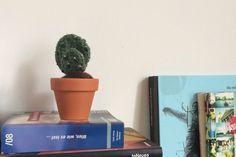 Decorativer Kaktus gehäkelt, Pflegeleicht und dekorativ von Gohli auf Etsy cactus crochet kaktusliebe mini cactus Knit Crochet, Planter Pots, Mini, Wool, Knitting, Etsy, Handmade, Vintage, Crochet Cactus