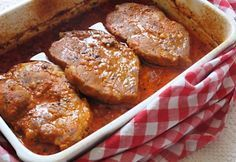 Hungarian Pork with Garlic and paprika Cooking Light Recipes, Cooking Wine, Cooking Ham, Cooking Pasta, How To Cook Eggs, How To Cook Pasta, Delicious Dinner Recipes, Yummy Food, Cooking Red Potatoes