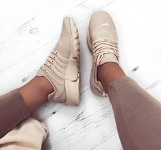 nike air presto donner à vos amis certains inspo. On Shoes, Me Too Shoes, Shoe Boots, Cute Sneakers, Adidas Sneakers, Shoes Sneakers, Nike Air, Nike Tennis Shoes, Tennis Shoes Outfit