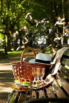 A romantic afternoon picnic for two; I'll take the hat please :)) ✨