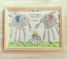 記念にやってみたかった手形アート✋ 手形だけ押して放置してたけどやっと完成〜✨ でも飾るとこなくて、とりあえずトイレ行き #手形アート #1歳誕生日 #ファーストバースデー 英字スタンプ以外の材料ぜんぶ#100均 Paper Crafts For Kids, Baby Crafts, Diy For Kids, Hand Print Animals, Indoor Crafts, Footprint Art, Kids Canvas, Handprint Art, Gifted Kids