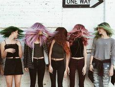 Acho que vou fazer uma saga de amigas com cabelo colorido