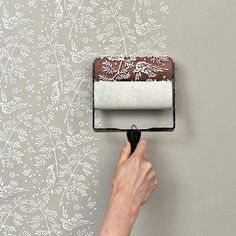 So much easyer than a stencil and way better looking than wallpaper! Yes please!!