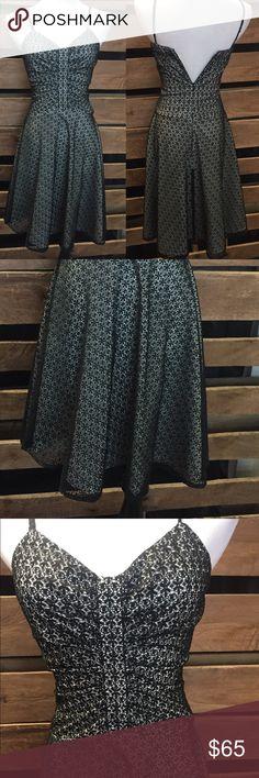 Short Black/Cream Semi-Formal Dress So cute! Zipper fully zips, just too small for mannequin. Size 3/4 De LaRu Dresses
