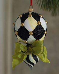 ★ Harlequin Ornament I am on a Black and White kick.I am going to have a Black and white Christmas Black Christmas, Christmas Balls, Christmas Holidays, Christmas Tree Ornaments, Christmas Wreaths, Mackenzie Childs Inspired, Diy Weihnachten, Xmas Decorations, Christmas Inspiration