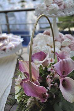 Τραπέζι ευχών Wreaths, Pink, Home Decor, Knight, Door Wreaths, Deco Mesh Wreaths, Interior Design, Pink Hair, Home Interior Design