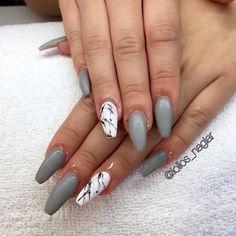 """Marmornaglar och matt grå """"Stylish grey"""" från @semilac  på Virag (oil on the nails ) . . . #nailporn #nailtech #gelnails #gelenaglar #nagelförlängning #glitternails #naglar #nailswag #vackranaglar #nailstagram #nailart #nails #scra2ch #hudabeauty #gliter #nailart #coffinnails #melformakeup #essie #vegas_nay #nsi #nailpromote #longnails #nailartgallery #glamandglits #notd #naglargöteborg by lollos_naglar"""