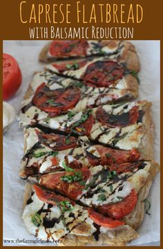 Need an easy and delicious crowd-pleasing recipe? This Caprese Flatbread with Balsamic Reduction will the the hit at your next gathering. Vegetarian Recipes, Cooking Recipes, Healthy Recipes, Healthy Flatbread Recipes, Bruschetta Flatbread Recipe, Flatbread Appetizers, Flatbread Ideas, Grilled Flatbread, Thm Recipes
