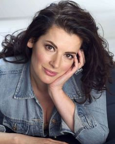 Nigella Lawson, age Such a pretty face deserves a better jacket. Nigella Lawson, Domestic Goddess, Tv Presenters, Celebs, Celebrities, Portrait, Pretty Woman, Gorgeous Women, Lady