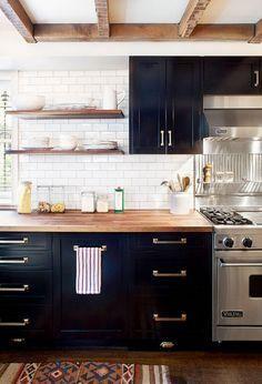Dark kitchen cabinet #home #house #design #interior #ideas #homedesign #interiordesign #decorations #furniture #homedecor
