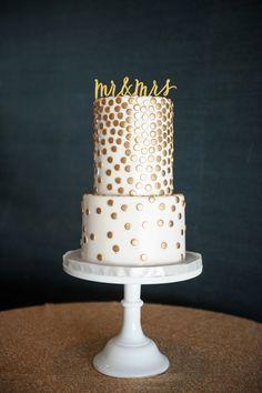 white wedding cake with gold polka dots   metallic wedding details   mccune photography Bronze Wedding Theme, Metallic Wedding Cakes, Polka Dot Cakes, Polka Dots, Fondant Cake Designs, Best Friend Wedding, Sweet Cakes, Creative Cakes, Let Them Eat Cake
