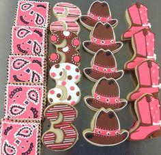 -Hayleycakes and cookiesCowgirl birthday cookies! -Hayleycakes and cookies Cowgirl Cookies, Farm Cookies, Cookies For Kids, Cookies Et Biscuits, Horse Birthday Parties, Cowgirl Birthday, Cowgirl Party, 2nd Birthday, Birthday Ideas