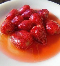 Φράουλα -Γλυκό κουταλιού !!!! ~ ΜΑΓΕΙΡΙΚΗ ΚΑΙ ΣΥΝΤΑΓΕΣ 2 Decadent Cakes, Marmalade, Strawberry, Sweets, Cookies, Fruit, Desserts, Recipes, Food