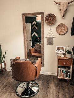 Small Beauty Salon Ideas, Small Hair Salon, Home Beauty Salon, Home Hair Salons, Hair Salon Interior, Beauty Salon Decor, Salon Interior Design, Home Salon, Salon Design